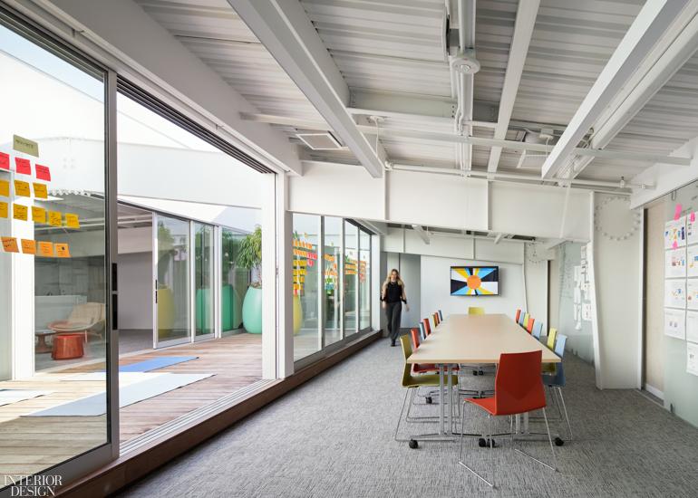 互联网公司集团办公室设计:顶空更多的工作和呼吸空间