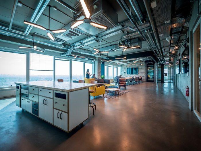 软件开发公司办公室设计用硅谷风格打造多彩的办公氛围