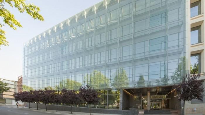 金融公司办公室空间设计:马德里工业建筑翻新