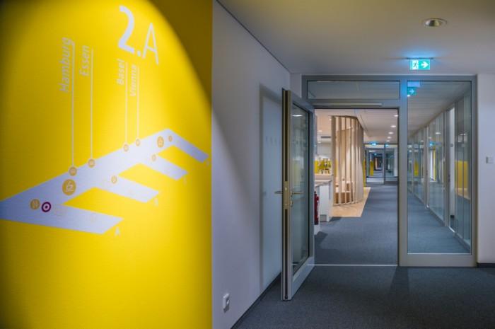 互联网公司总部办公室设计简约风格效果图