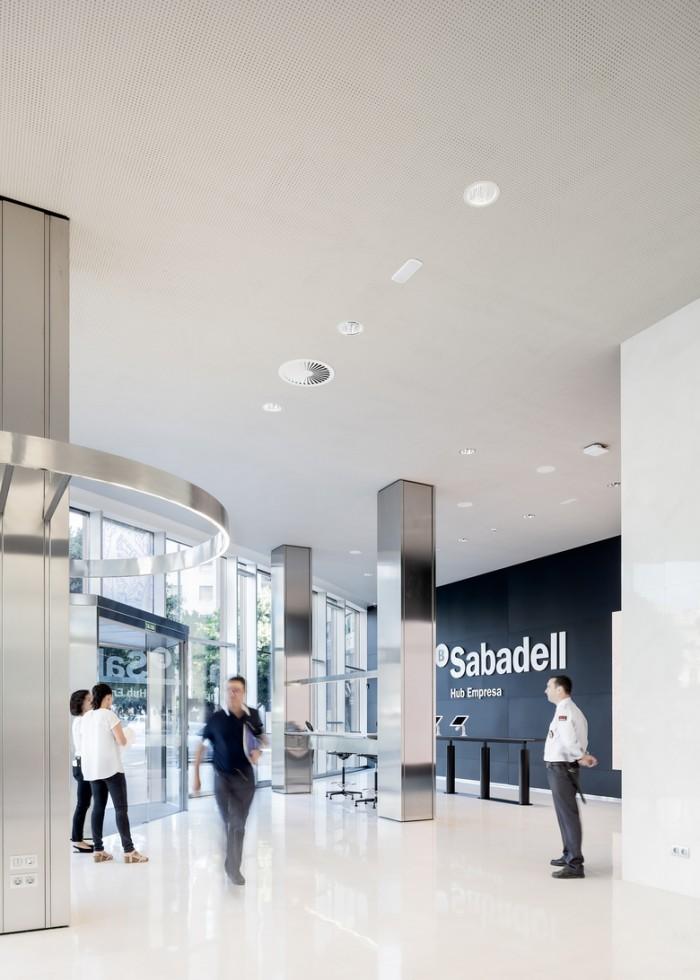 西班牙巴伦西亚银行萨巴德公司办公室设计效果图
