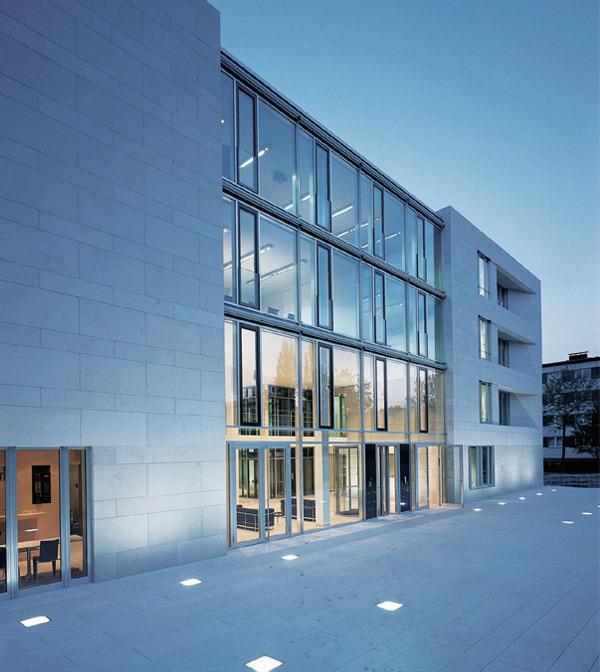 建筑装饰公司总部办公室设计效果图